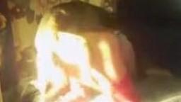 Извращенка в красных чулках отважилась на порнозоо интим с кобельком